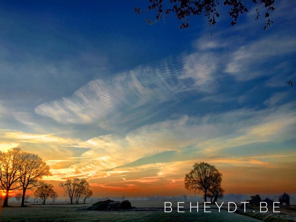 Dramatic sunrise over the countrysideDramatic sunrise over the countryside - Bjorn Beheydt